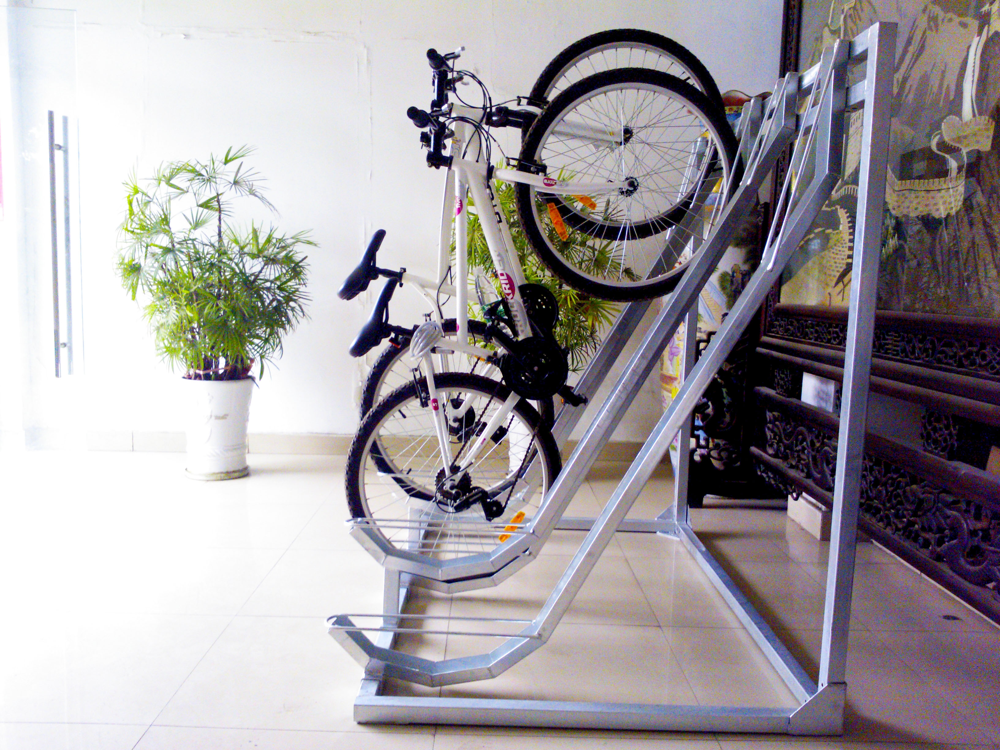 Outdoor 4 bikes galvanized semi bicycle racks Outdoor bicycle